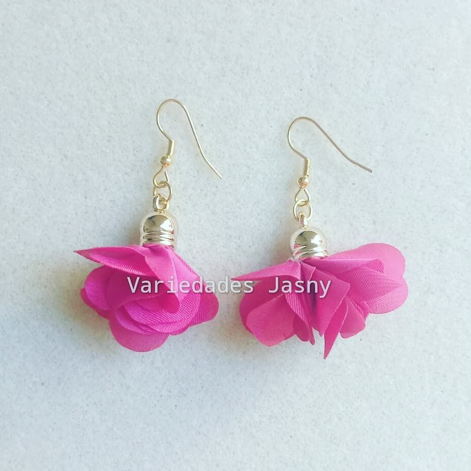 379a243308ea  aretes  borla  flor  fucsia  moda  belleza  accesorios  hechoamano   queregalar. Envíos a toda Colombia. Escriba a…
