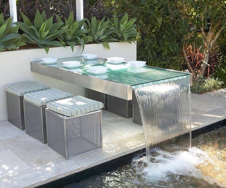 Perfekt Schöner Garten Tisch Mit Integriertem Wasserfall