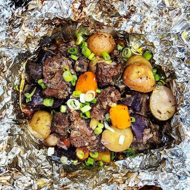 Packets of garlic steak and potato leaf.   - Foil Pack Dinners -