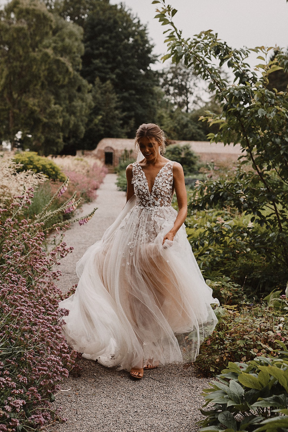 Liz Martinez Ariel Used Wedding Dress Save 17% in 17