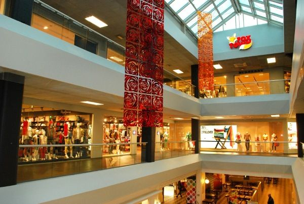 Foxtown outlet 15 km from lugano milan outlets store for Outlet near milan
