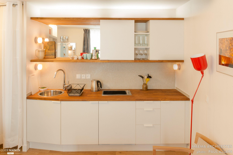 Mettre Un Miroir Dans Une Cuisine kitchenette moderne dans un appartement de 20m2 par maéma