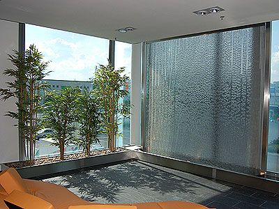 water wall design for interior and exterior decorating ideas - Glass Designs For Walls