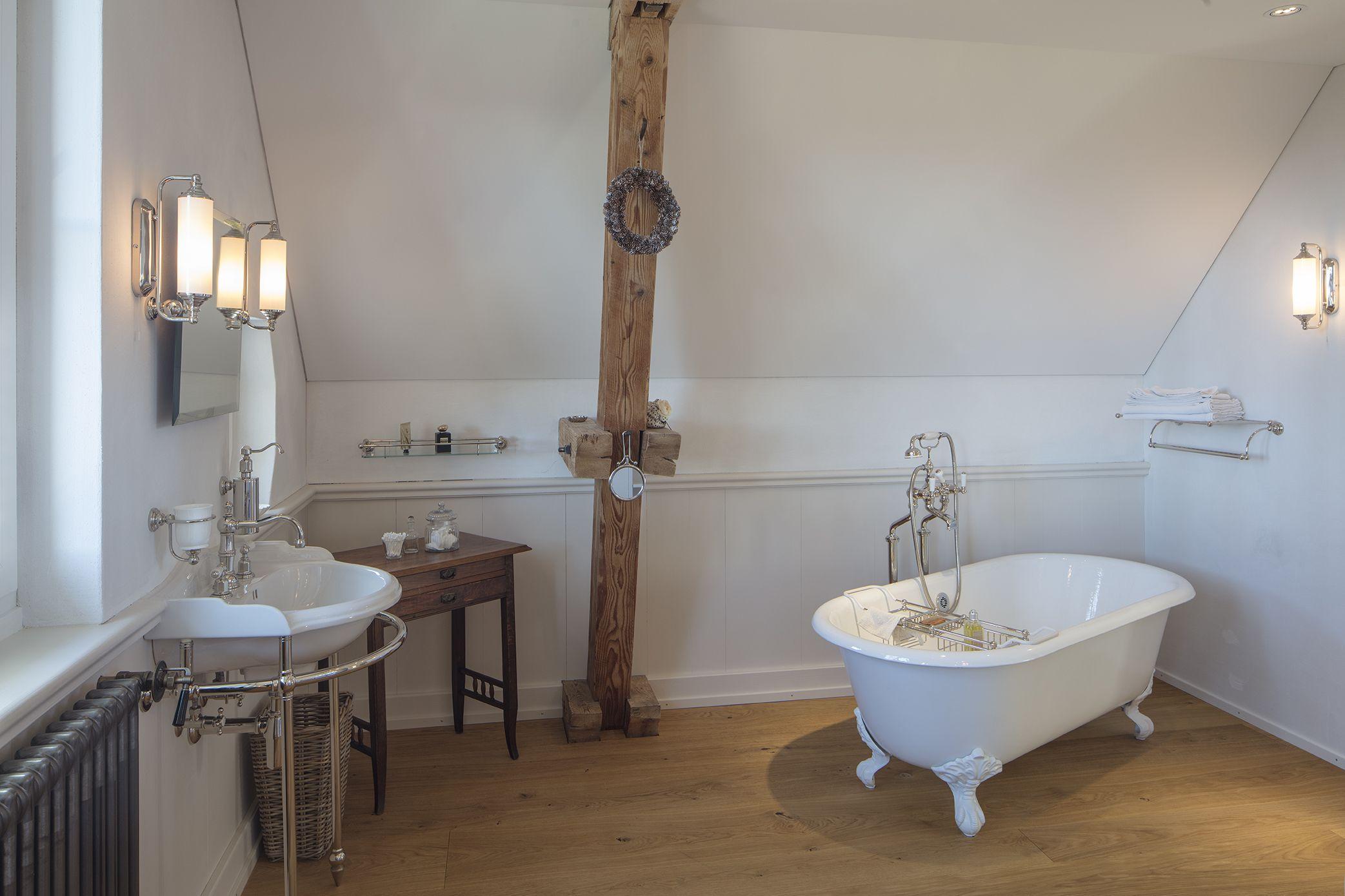 Ein Traum Im Zeitlosen Landhausstil Echtes Porzellan Gusseisen Und Edles Metall Made In England Harm Traditionelle Bader Badezimmereinrichtung Badezimmer