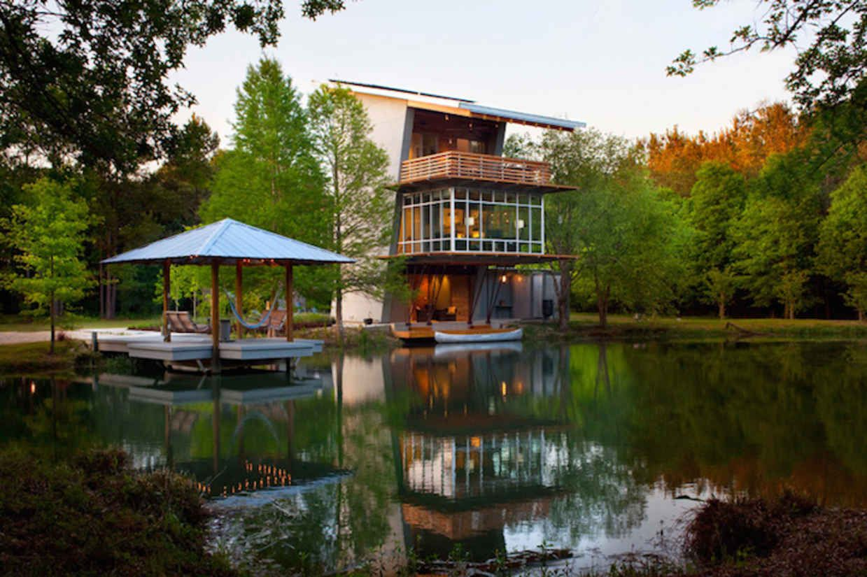 This Beautifully Designed Pond House Generates More Energy than It Consumes - BlazePress