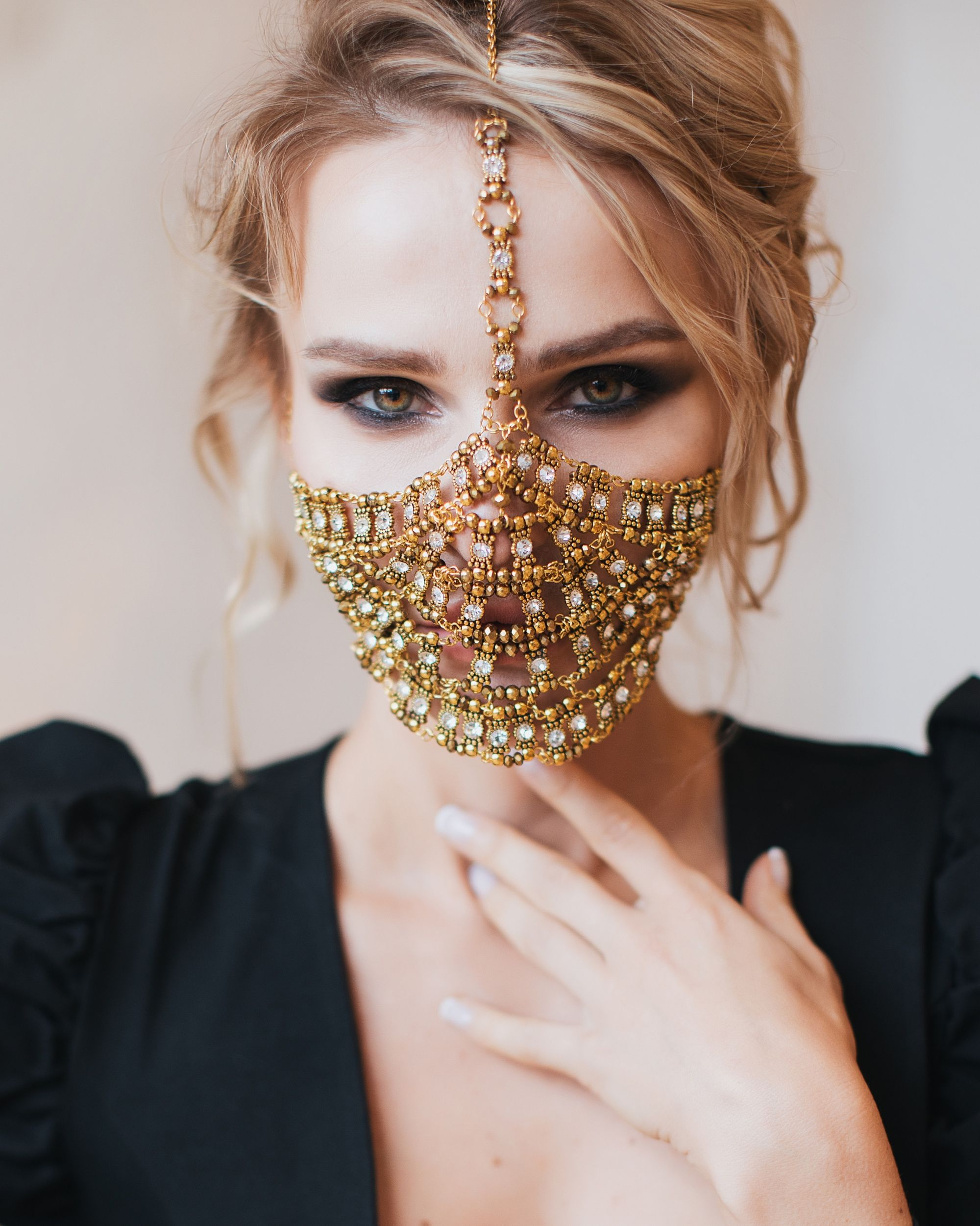 Golden Face Mask Yasmin, Metal Face Jewelry in 2020 | Face ...