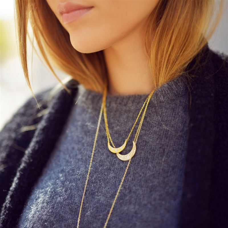 Kayture adds some gold touches to her otherwise neutral look with Sautoir Lune necklaces from Noor Fares. Photo: Kayture #LoveGold