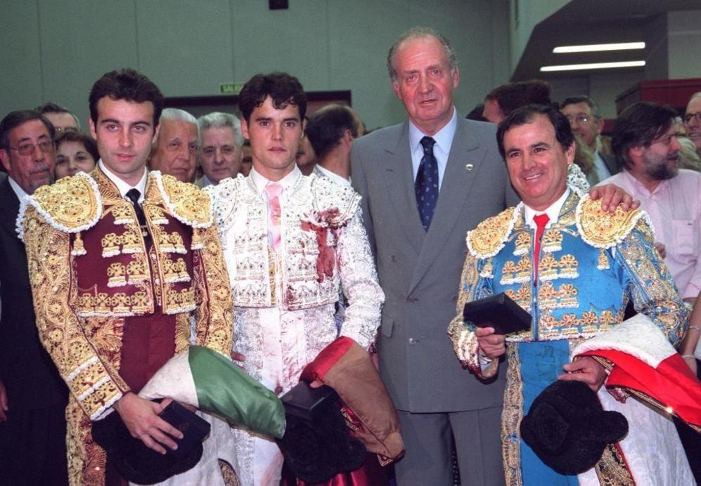 El Rey Juan Carlos I, el mejor defensor del toreo http://www.elmundo.es/album/cultura/2014/06/02/538c87abca4741df2a8b4577_7.html?cid=SMBOSO25301&s_kw=twitter