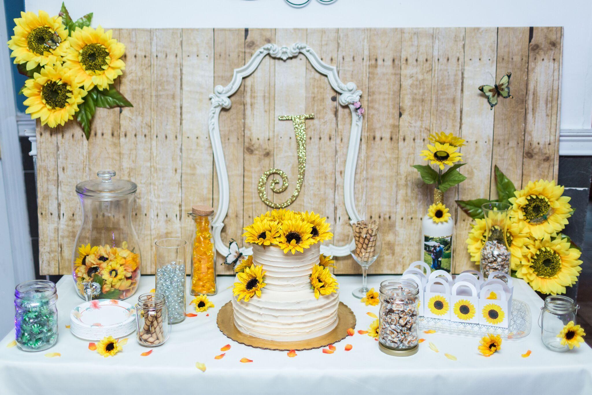 Sunflower Cake Table 🌻🎂 Upcycle Frame / Weathered Wood