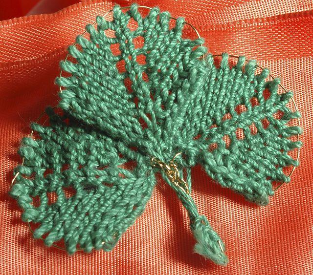 Shamrock Pin (crochet and wire) - Free pattern / Broche de trébol ...