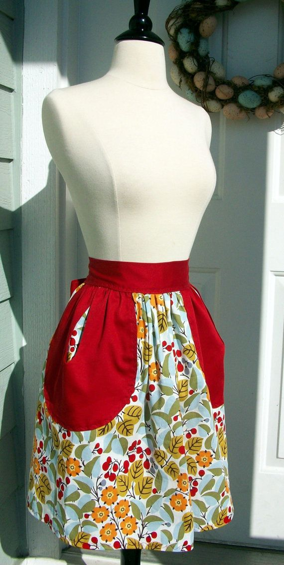 Up-Cycled Half Apron - 50\'s Style Leaves & Berries Print | Nähen