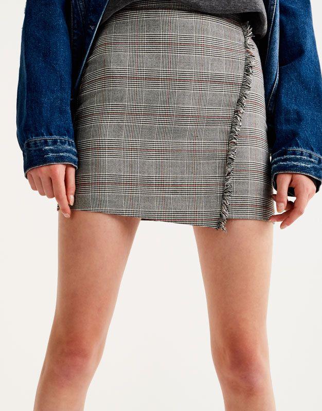 https://www.pullandbear.com/pt/mulher/vestuário/saias/saia-cruzada-à-frente-c29024p500423014.html