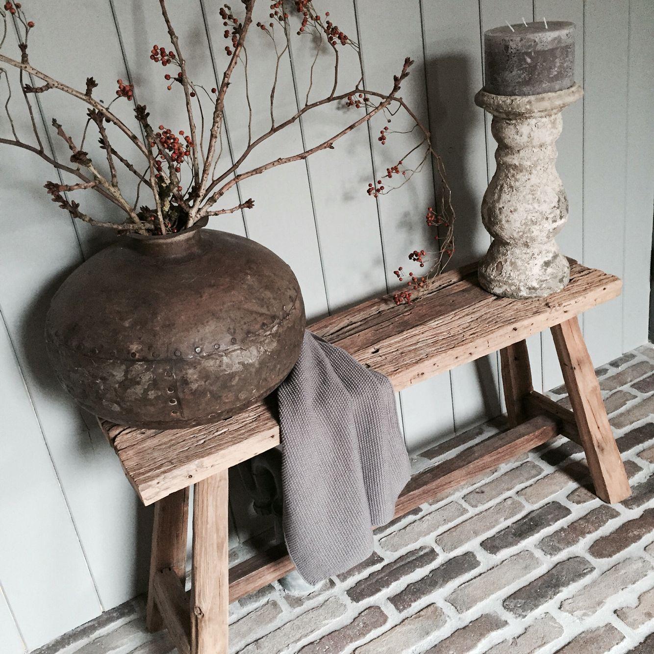 Sobere hal met oud bankje en waterkruik uit india woonkamer ideeen pinterest india - Hal entreehal ...