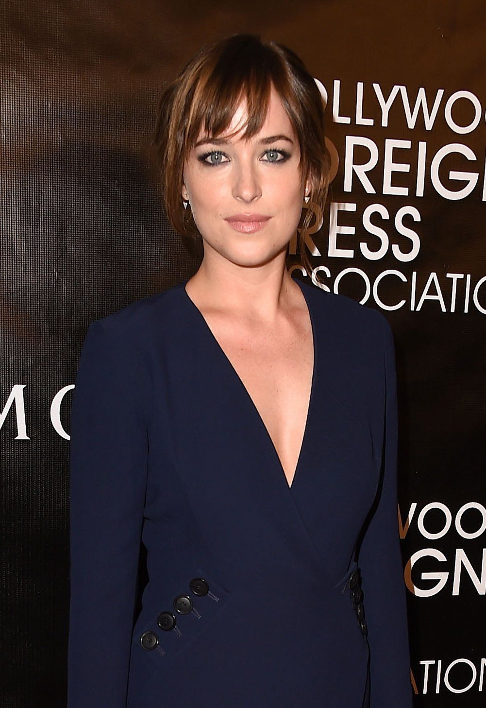 The AfterDark Appeal of a Steely Gaze Dakota Johnson Brings Back the Wraparound Charcoal Ey The AfterDark Appeal of a Steely Gaze Dakota Johnson Brings Back the Wraparoun...