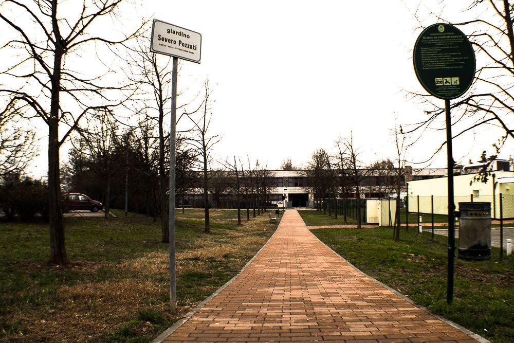 Strada di accesso alle scuole Dozza di Bologna