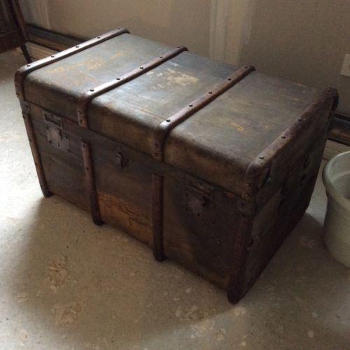 ancienne malle coffre valise en bois recouvert de toile serrures laiton chambre louis. Black Bedroom Furniture Sets. Home Design Ideas