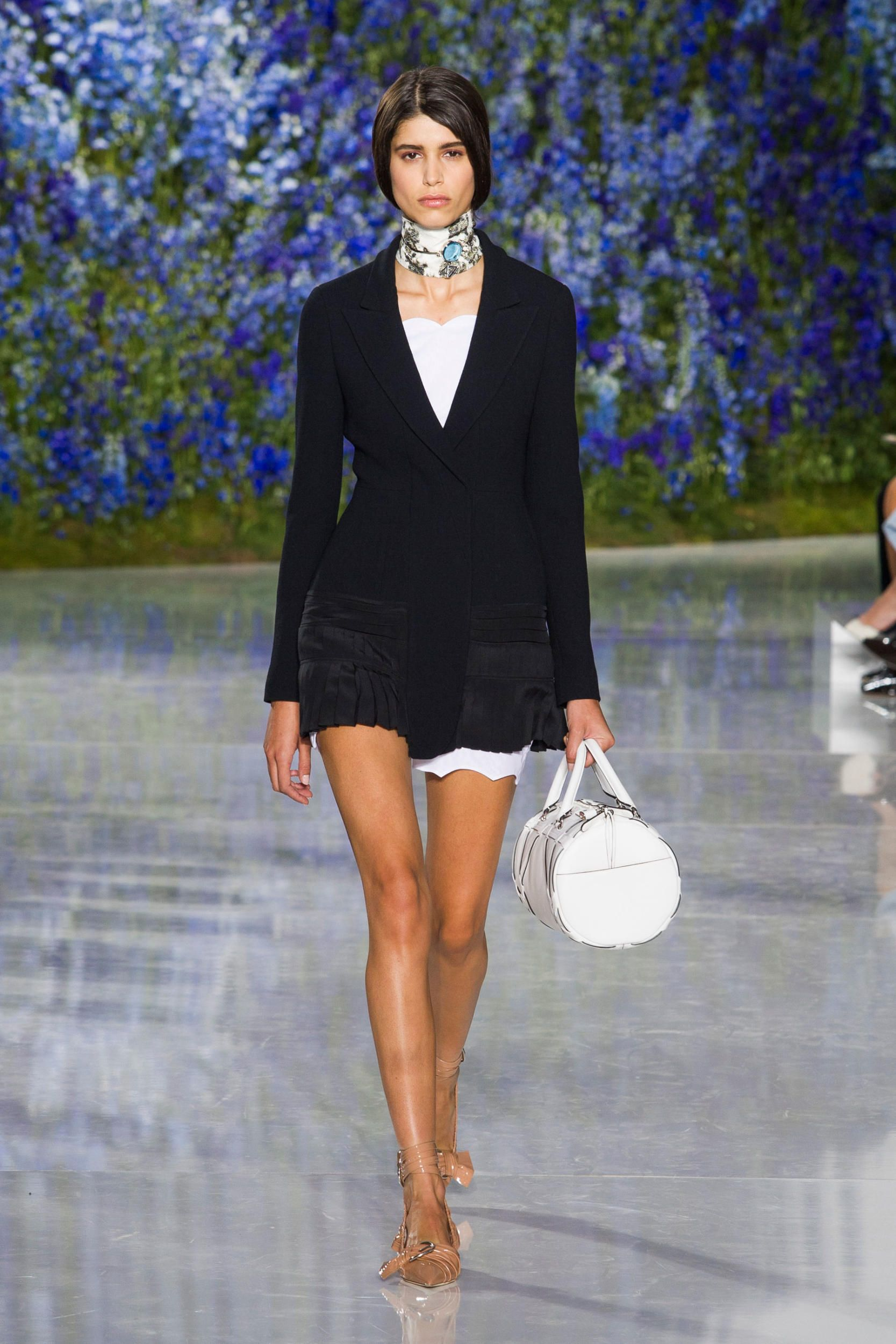 Dior Breathes Light and Air Into its Spring 2016 Collection - Fashionista