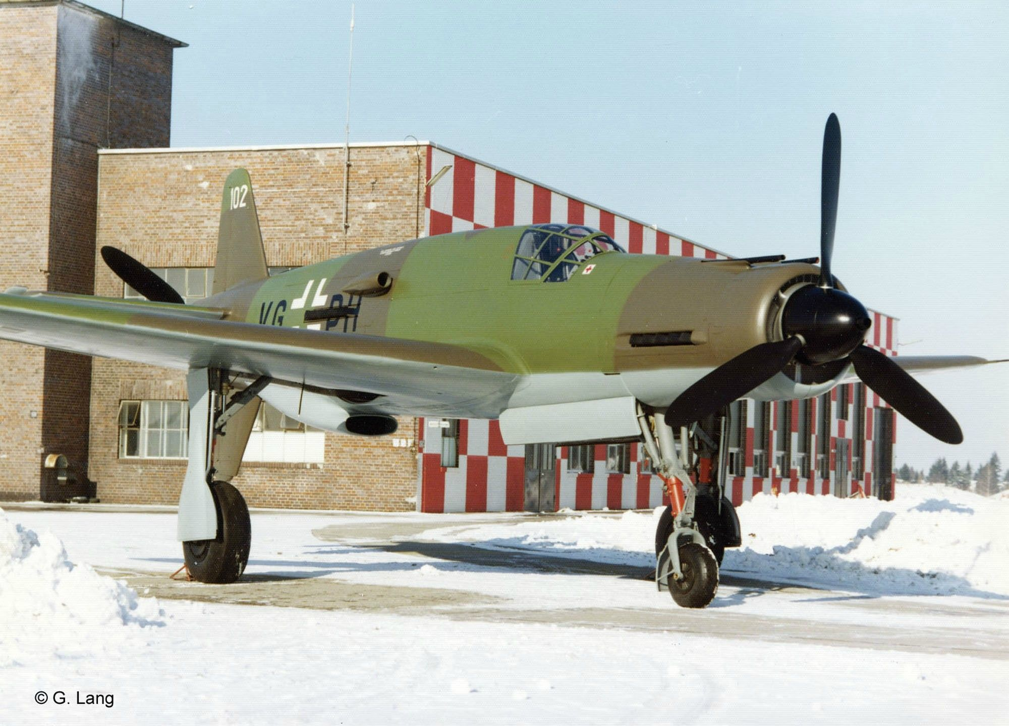 One of the fastest piston-engined aircraft ever, propelled from the front and the back - The Dornier Do 335 Pfeil