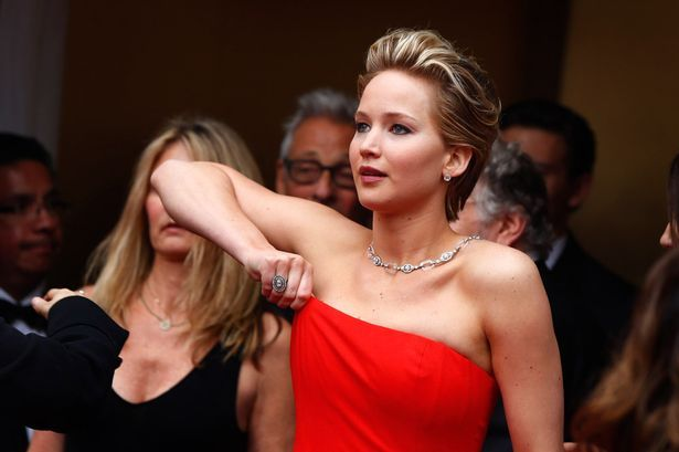 Crazy Pictures On Internet: JENNIFER LAWRENCE FAIL TO BODY SHOWN