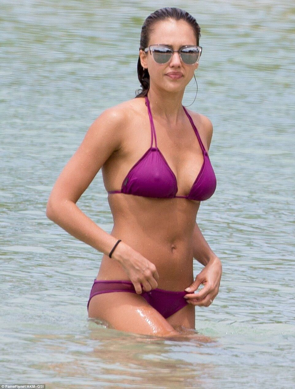 Bikini Jessica Alba nudes (89 foto and video), Topless, Paparazzi, Feet, braless 2015