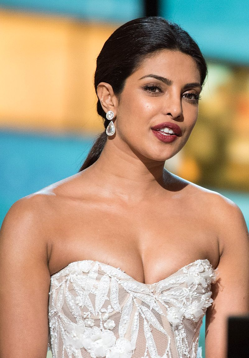 Priyanka Chopras Hot Oscars 2016 Look In Strapless Dress -3894