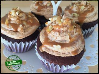 Cupcake de chocolate con crema de dulce de leche. Para 12 cupcakes:Harina 0000 100 gramosCacao amargo 4 cucharadas soperasSal 1/2...