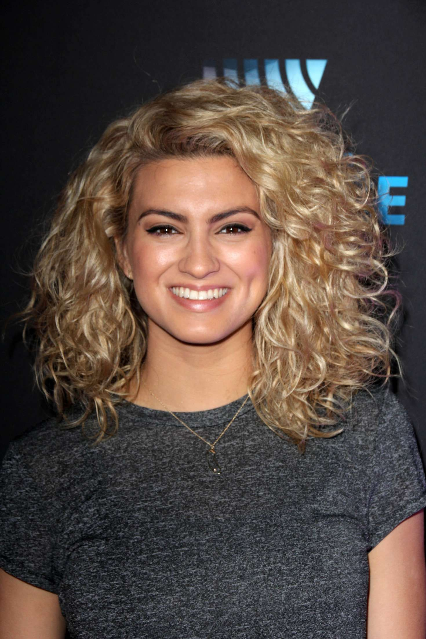 Tori Kelly Google Search Tori Kelly Curly Hair