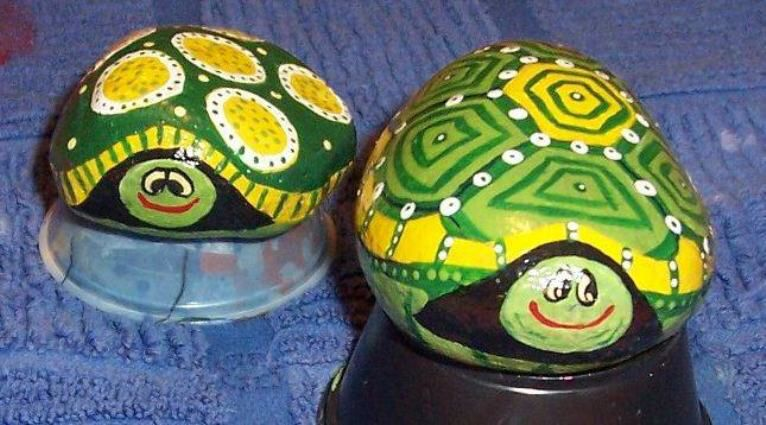 Image from http://www.fleamarketgardening.org/wp-content/uploads/2013/12/Becky-Cappss-adorable-painted-rocks.jpg?e768a3.