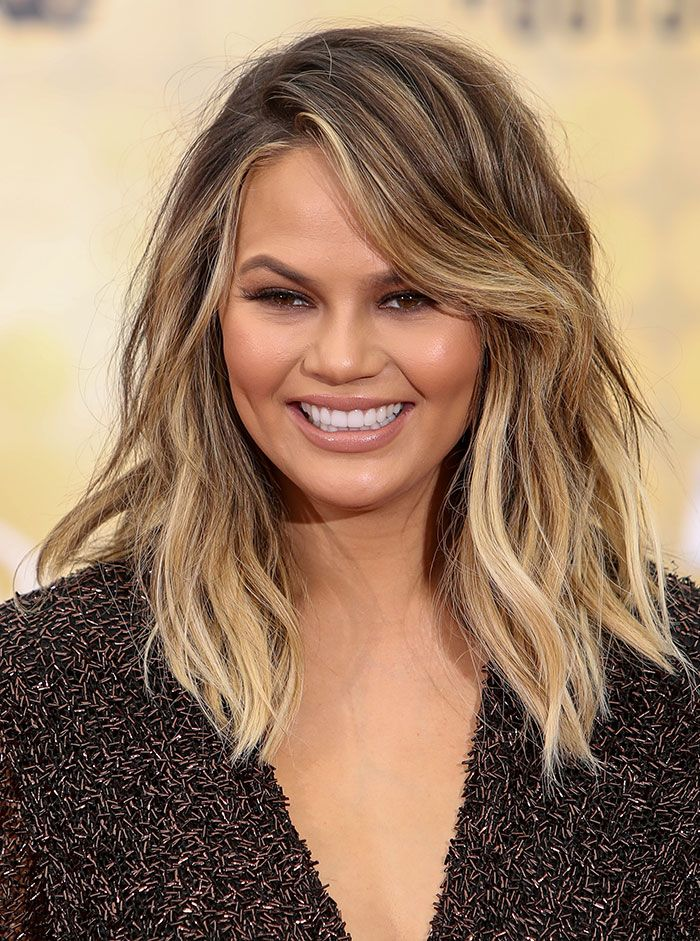 Chrissy Teigen Wows In Jimmy Choo Minny Sandals At Spike Tv S Guys Choice Awards Chrissy Teigen Hair Hair Styles Ombre Hair Blonde
