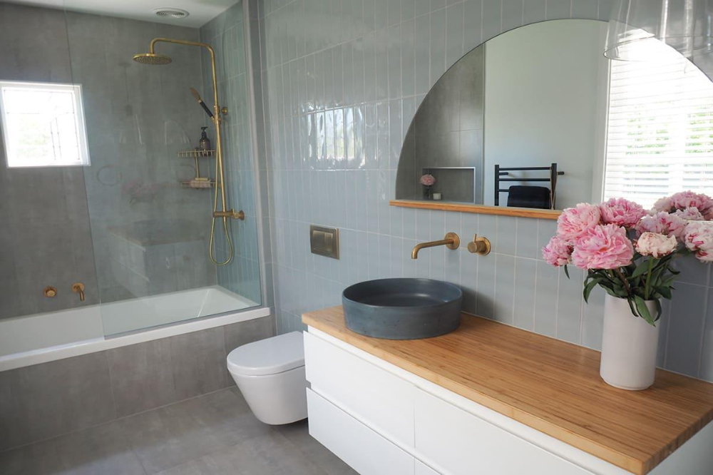 Diamond In Richmond By Pearson Projects Bathrooms Nz In 2020 Round Mirror Bathroom Wall Hung Toilet Shower Columns