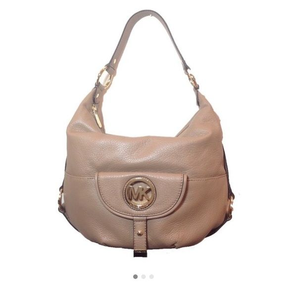 "Authentic Michael Kors Fulton Large Hobbo purse ""NEW Never used"" Serial # 38S1CFTL3L 100% Auth. *Leather* Fulton Large Hobbo bag.Color Khaki.Gold tone MK medallion. Dust Bag. Size 15""Lx 14""W x 10""H. 9"" flat strap shoulder drop w/gold tone hardware embellishments. Zip closure. Interior zip pocket + 3 additional slip pockets & 1 cell phone slip pocket (total 5 pockets) Signature jackard logo interior lining. Exterior front Logo magnetic snap flap pocket w/signature jackard logo lining…"