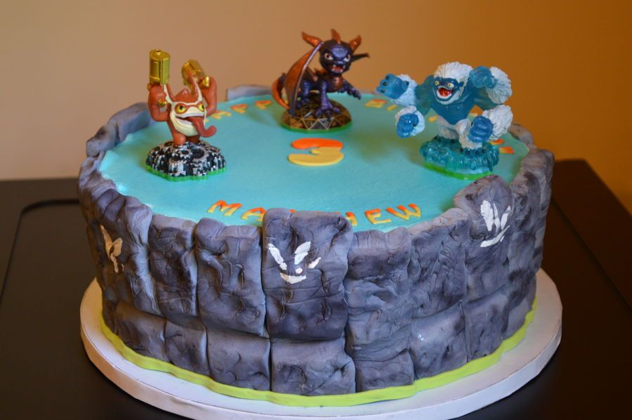Skylanders 3rd birthday cake 10 cake with fondant sides to make