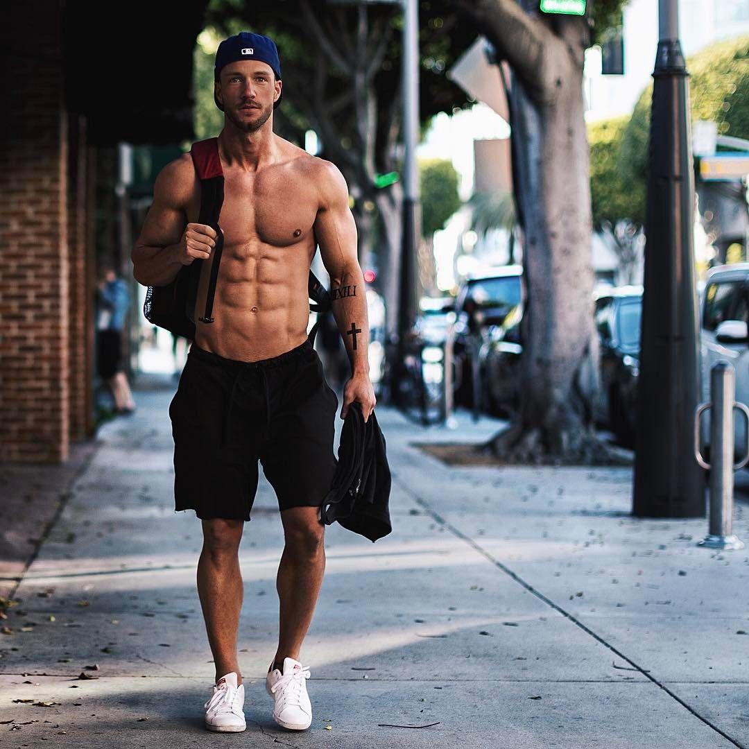 Pin by Hesham Magdi on Fitness in 2019   Men, Magic fox, Muscular men