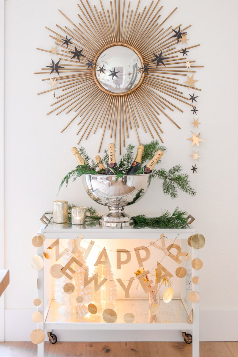 Festive New Year's Eve Tablescape in Black and Gold (With