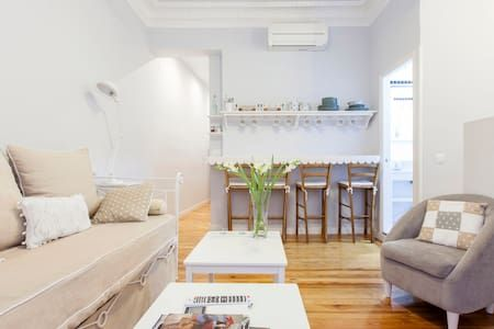 GRAN VIA LA CASA DE LUNA - Apartment - Get $25 credit with Airbnb if you sign up with this link http://www.airbnb.com/c/groberts22