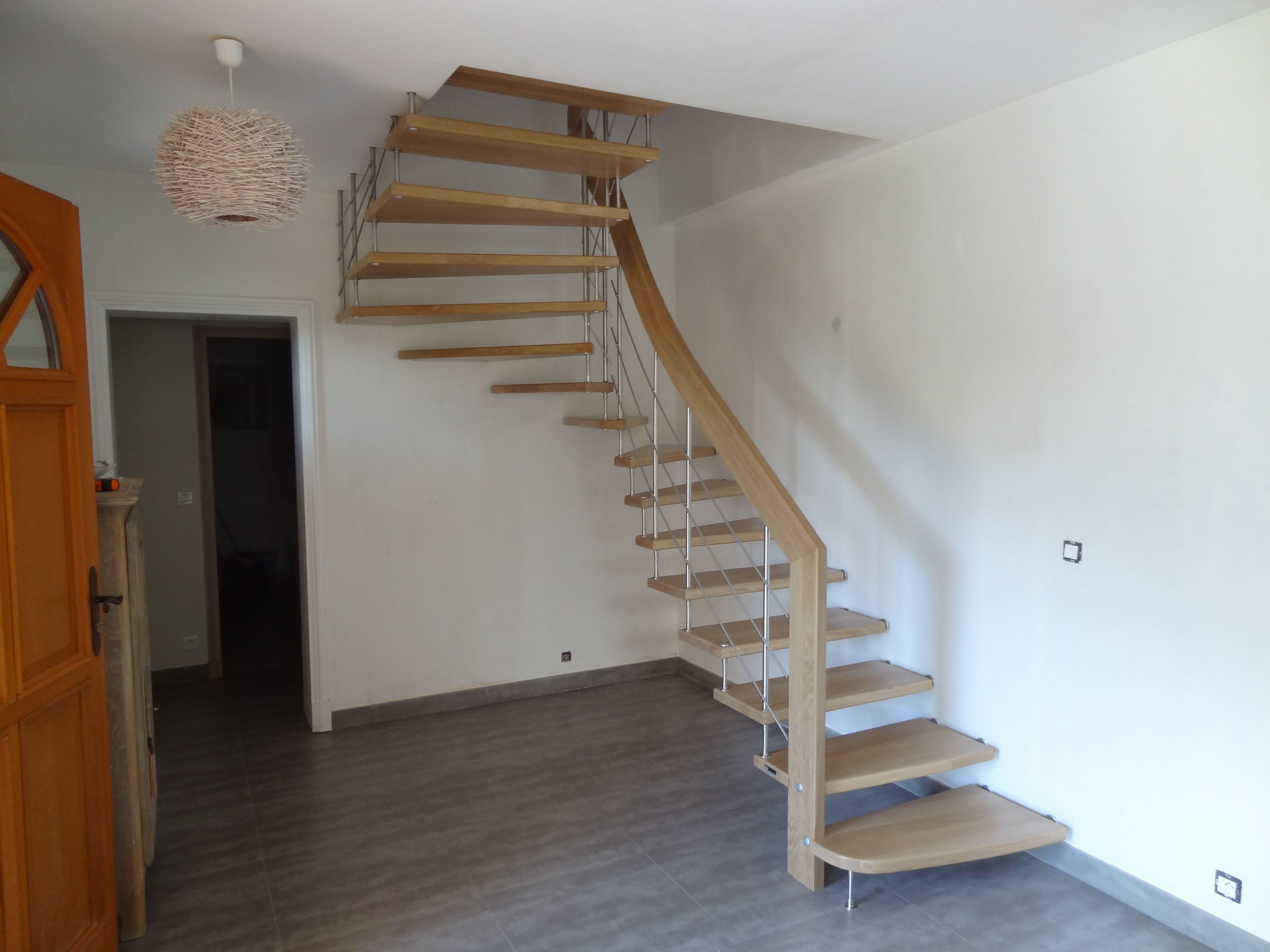 escalier suspendu marche de ch ne massif escalier. Black Bedroom Furniture Sets. Home Design Ideas