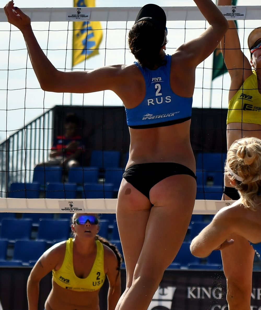 Pin By Stavros On Metanastes In 2020 Female Athletes Sporty Girls Beach Volleyball