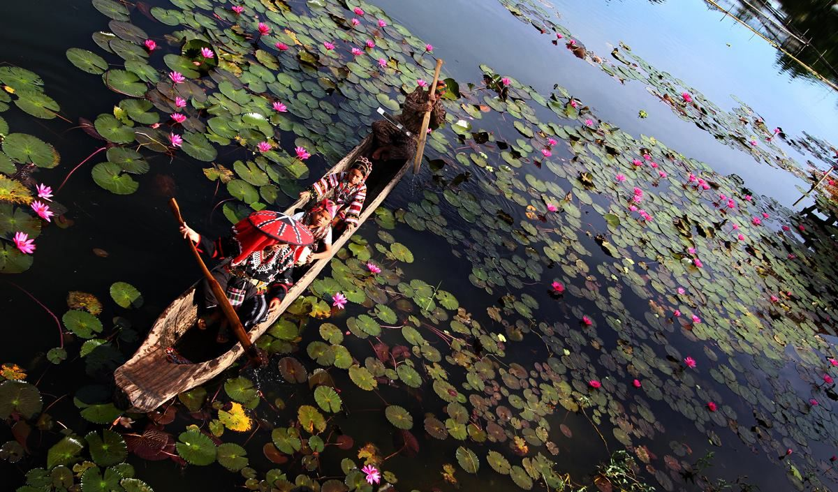 """T'BOLI TRANSPORTATION"" Photo by Rhonson Ng Lake Sebu, South Cotabato"