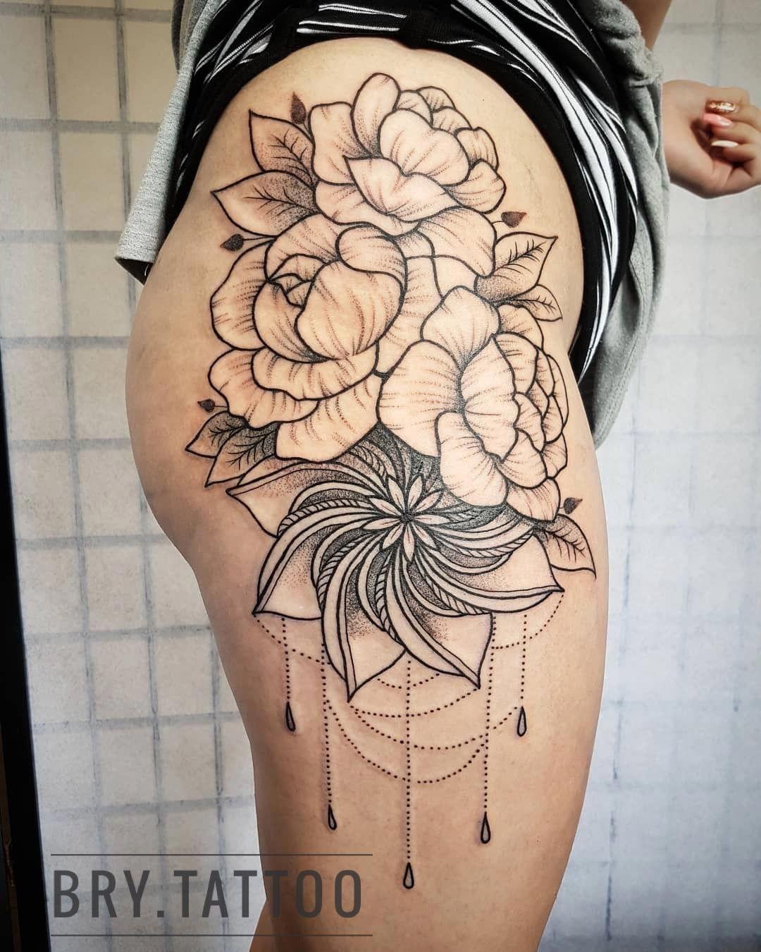Hip Flowers And A Mandala Tattoo Woman Hiptattoo Inked Mandala Brytattoo Tattoosforwomen Thigh Tattoo Tattoos Hip Tattoos Women