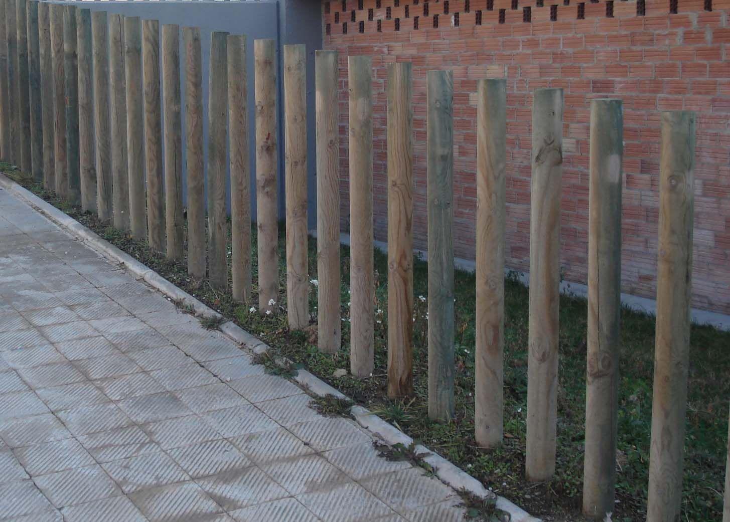 Madero o barra de material fuerte y resistente que se fija en ...