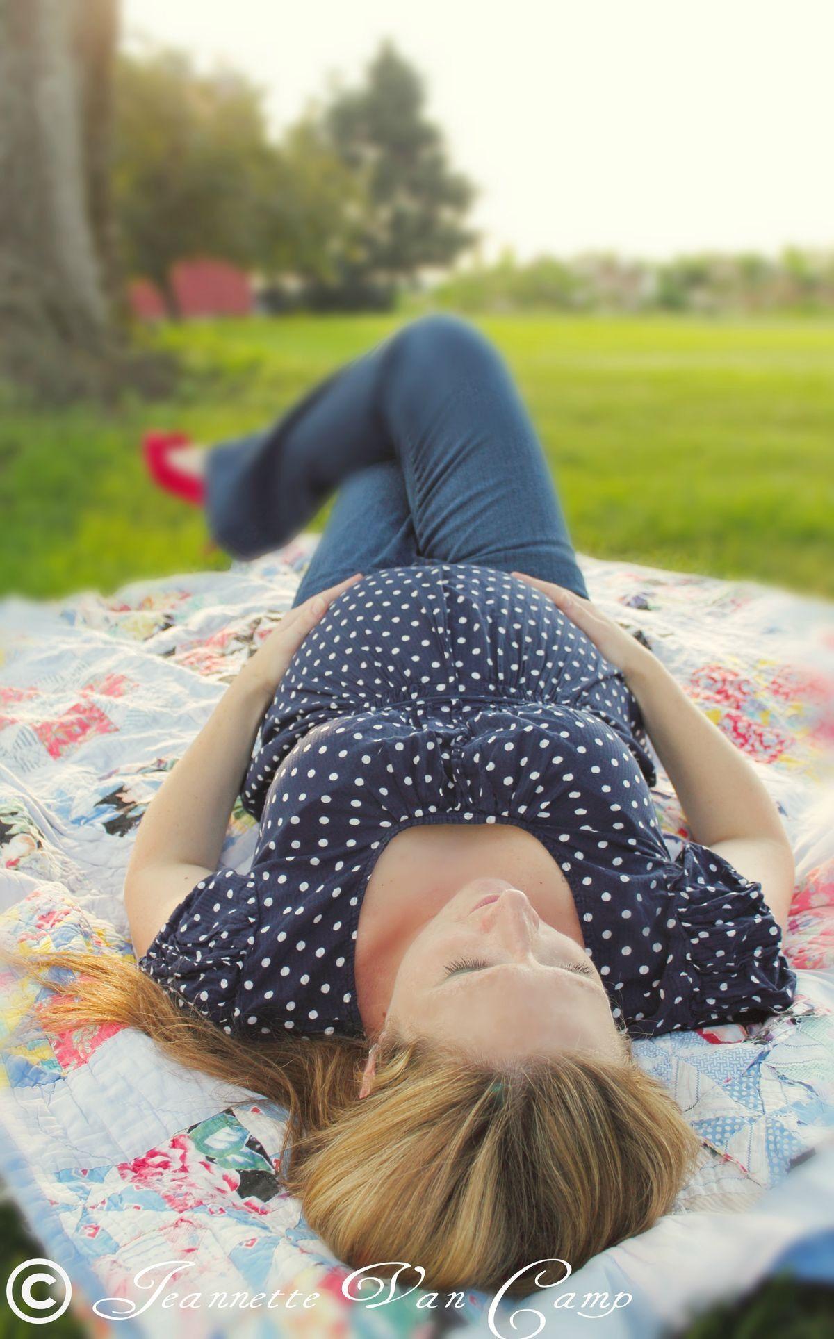 Maternity photo shoot idea for the park togally
