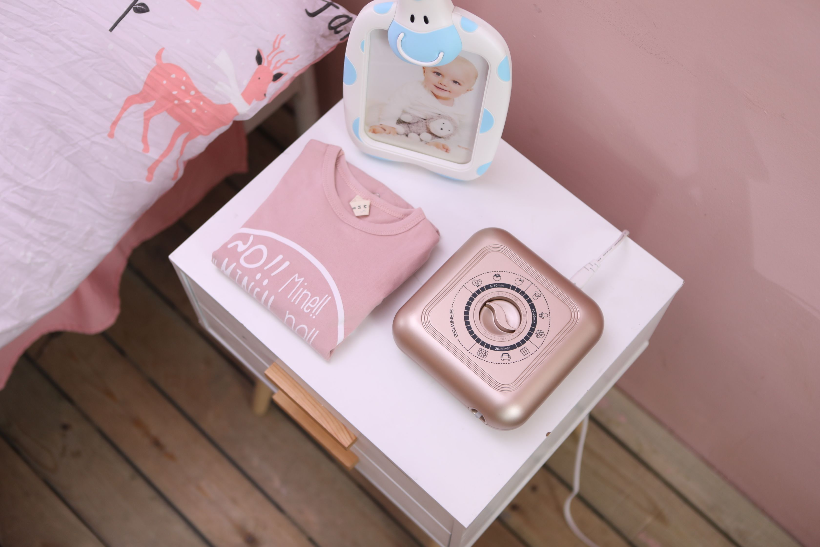 Rose gold version of Saniwise air purifier. It can