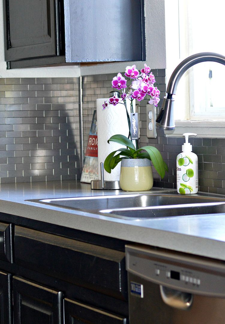 Easy Sleek Chic Subway Tile Backsplash Kitchen Remodel