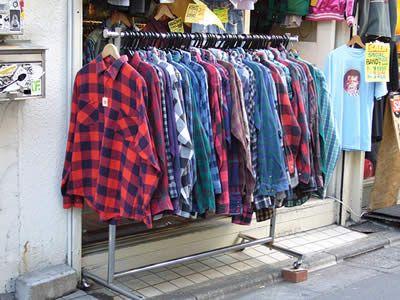 As camisas flaneladas desde essa época se tornou uma peça chave para os admiradores do melhor estilo do mundo (tá, sou suspeita pra falar rs), o grunge e até hoje faz parte do meu visual, e sempre fará parte!