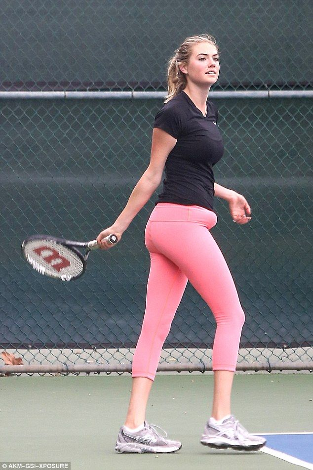 Kate Upton shows off her sporty side in pink leggings and tight shirt