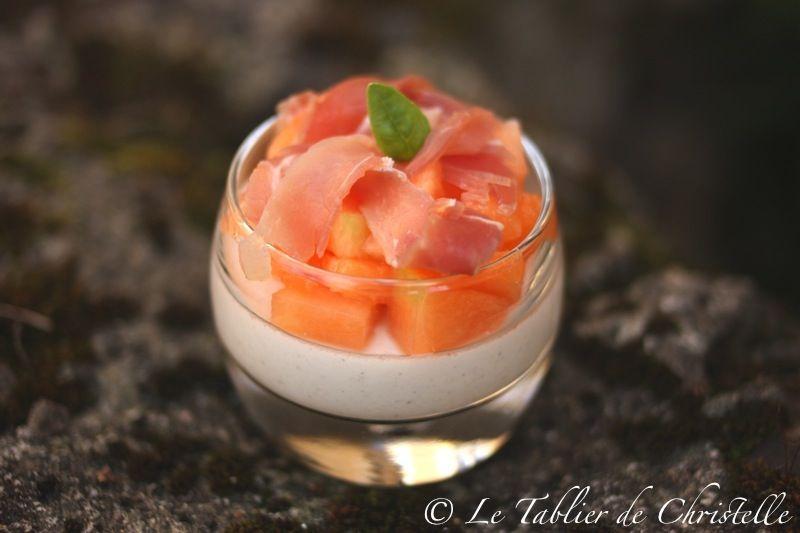 Panna Cotta Mozzarella Melon et Jambon Cru http://letablierdechristelle.com/panna-cotta-mozzarella-melon-jambon-cru