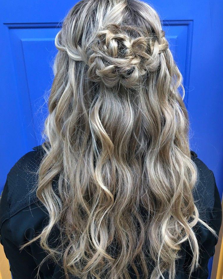 Flower Braid Lockige Haare Festliche Frisur Diy Hairstyles Hair