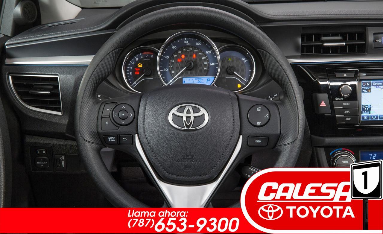 Interiores De Un Toyota Corolla 2015