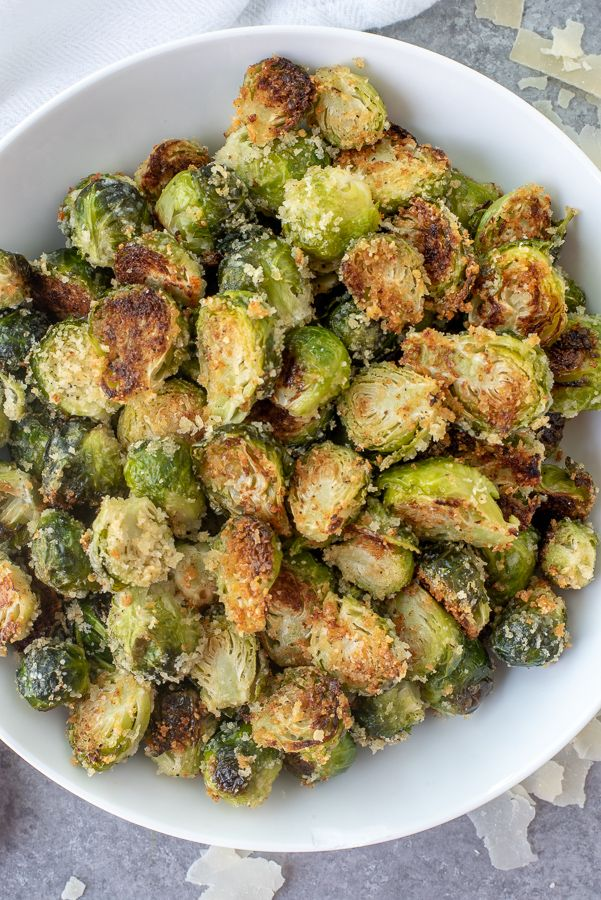 Crispy Garlic Parmesan Brussels Sprouts #brusselsproutrecipes