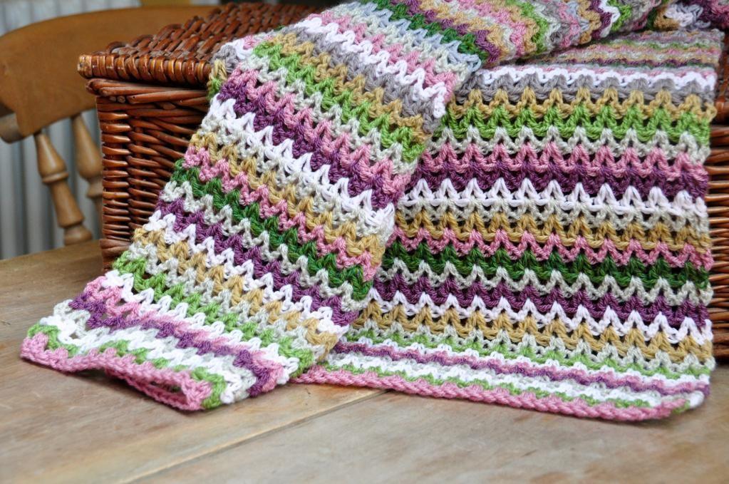 Crochet V-Stitch Tutorial & Patterns for Practice   Puntadas, Manta ...